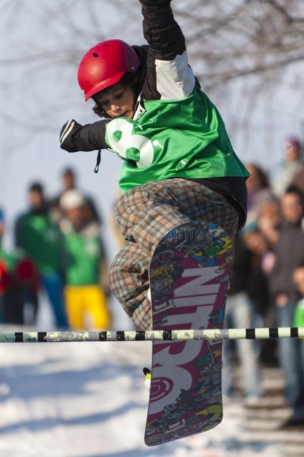 Salto novo do Snowboarder imagens de stock royalty free