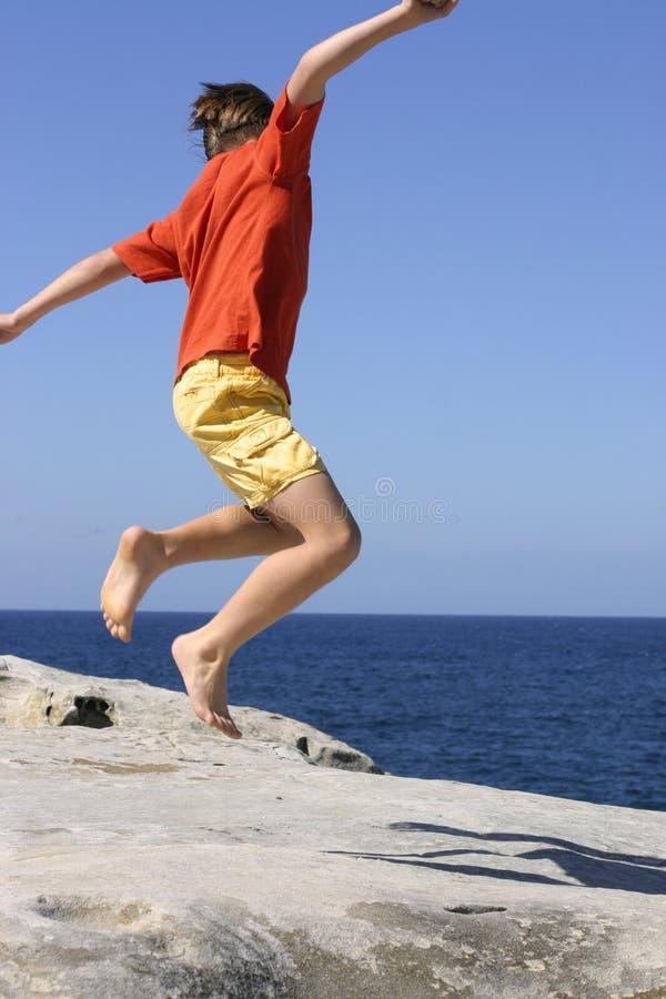 Download Salto per gioia fotografia stock. Immagine di bambini, playtime - 222966