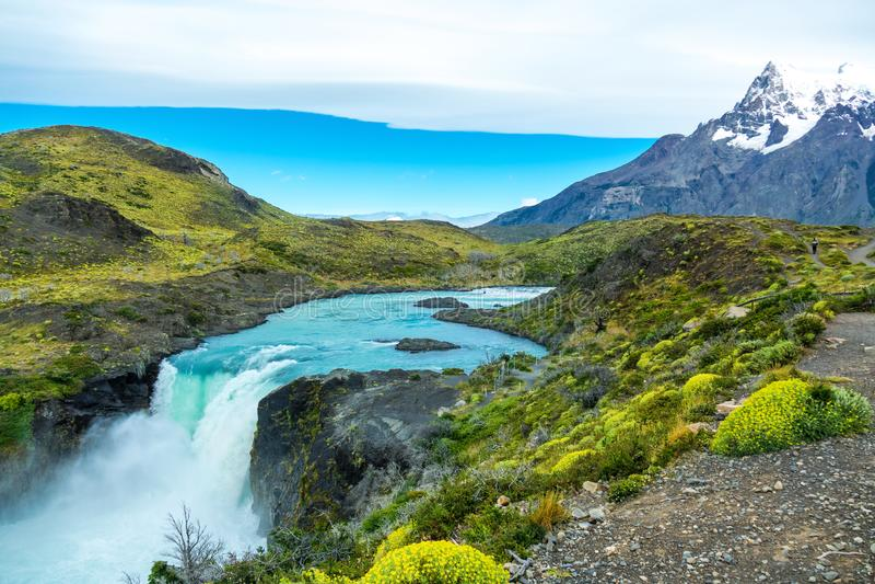 Salto stor vattenfall i nationalparken Torres del Paine, Patagonia Chile, Sydamerika royaltyfri fotografi