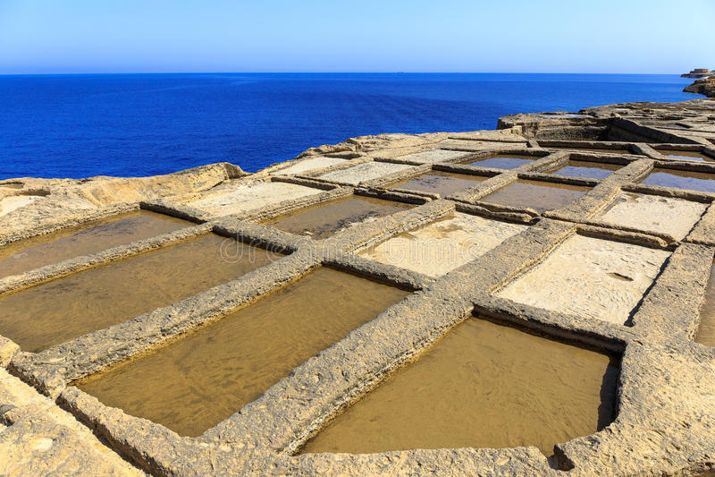 Saltpans auf Gozo lizenzfreies stockfoto