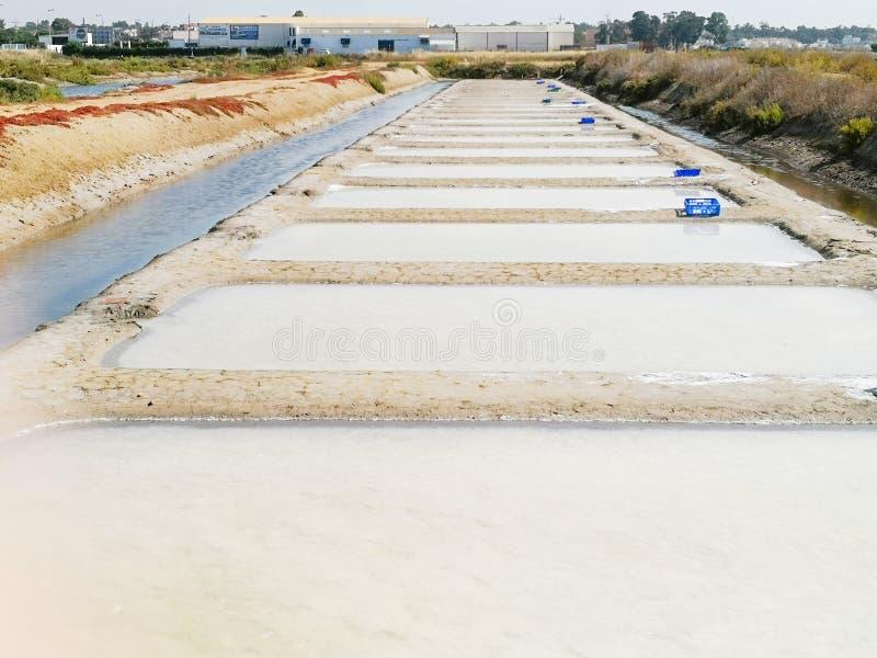 Saltworks tradicional Isla Cristina, Huelva, Espanha Deposita sedimentos, canais e planos de lama Saltworks do sul da Andaluzia fotografia de stock