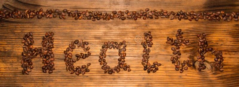 Salud de la inscripción de nueces de pino en un fondo del tablero de madera imagen de archivo libre de regalías