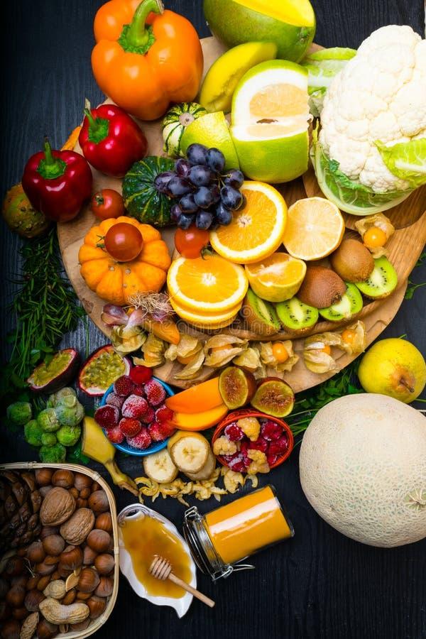 Salud y comida estupenda para impulsar el sistema inmune, alto en antioxidantes, antocianinas, minerales y vitaminas fotos de archivo