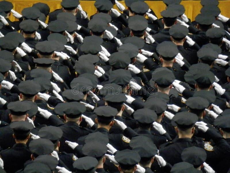 Saludo de la graduación de NYPD fotos de archivo