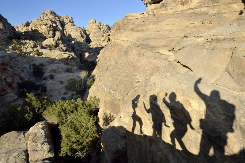 Saludo de la sombra en poco Petra. imagen de archivo libre de regalías