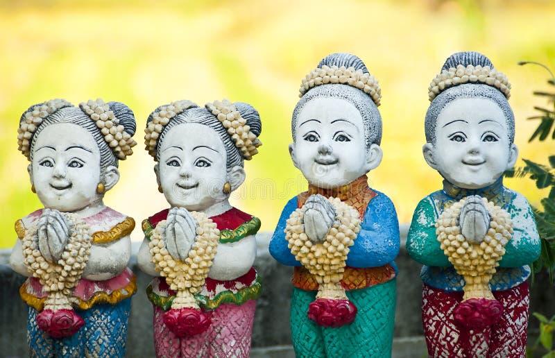 Saludo tailandés de la muñeca del estuco de los niños. fotos de archivo libres de regalías