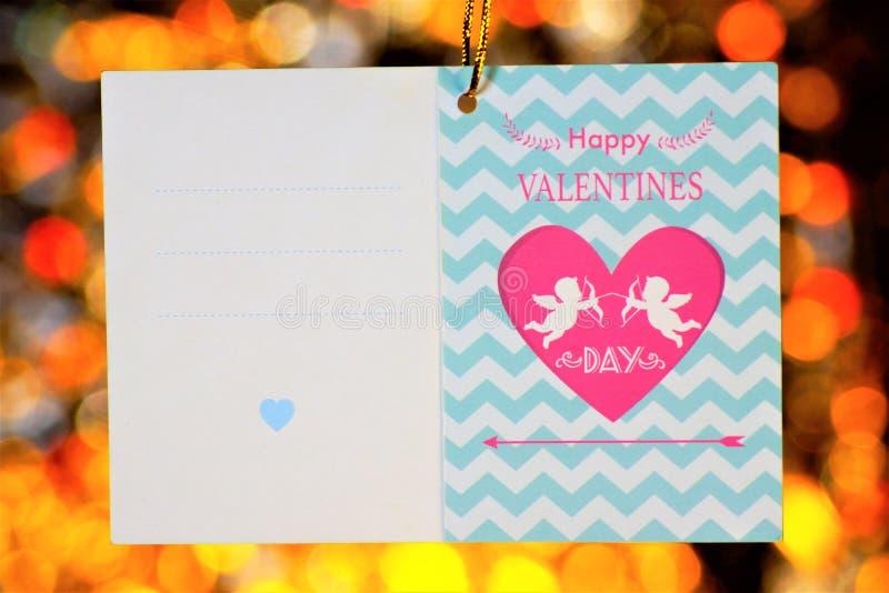 Saludos de la tarjeta del día de San Valentín del marco del día del amor en fondo del bokeh Saludos del amor del texto del marco  imagen de archivo