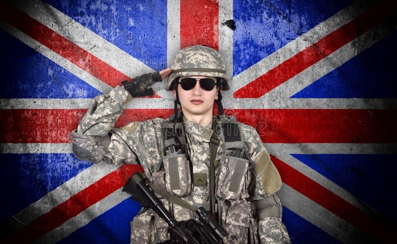 Saludos jovenes del soldado foto de archivo