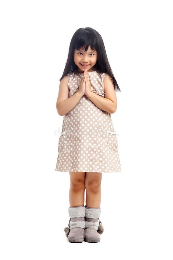 Salutation asiatique d'enfant avec le sawasdee image libre de droits