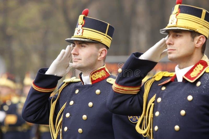 Salutation de soldats d'armée photographie stock