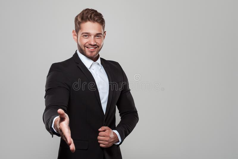 Salutation tendante de main d'homme d'affaires élégant photos libres de droits