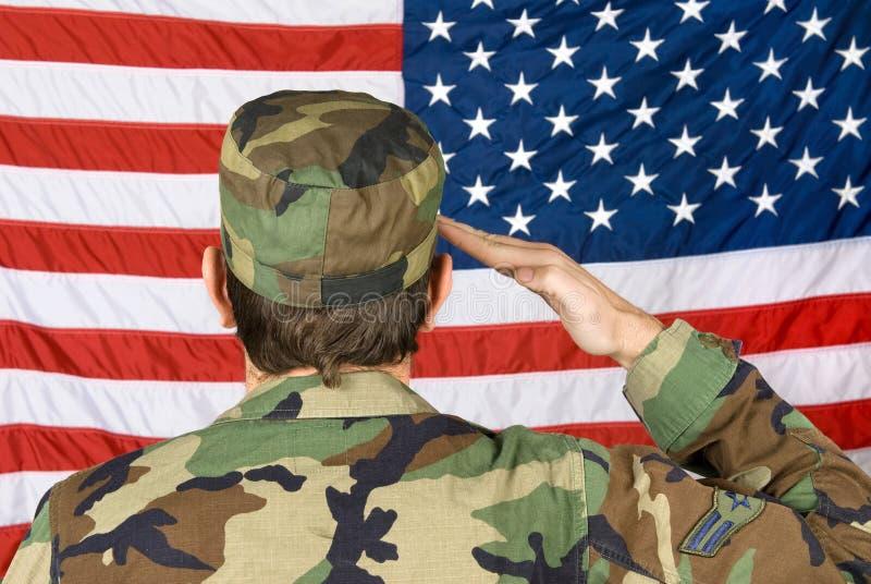 salutera för amerikanska flaggan royaltyfria bilder