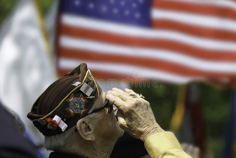Salutera för veteran arkivfoto