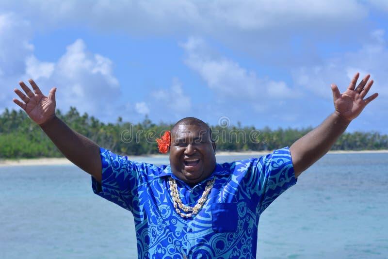 Saluto ciao Bula dell'uomo del Fijian fotografie stock