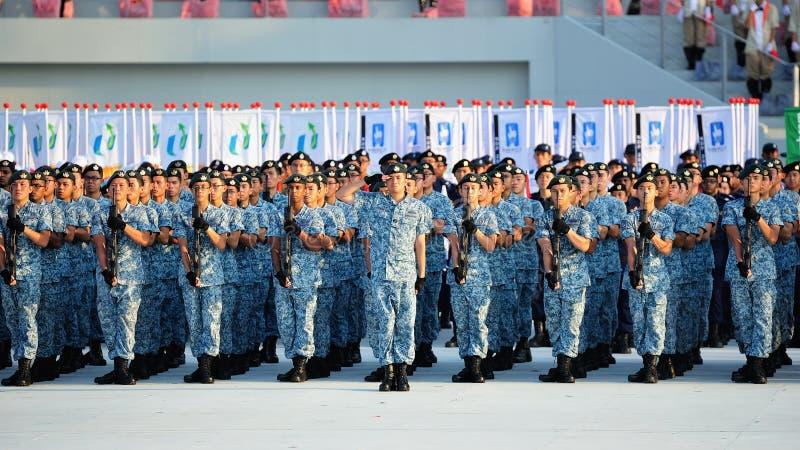 Saluto contingente del blu marino durante il NDP 2012 immagini stock libere da diritti