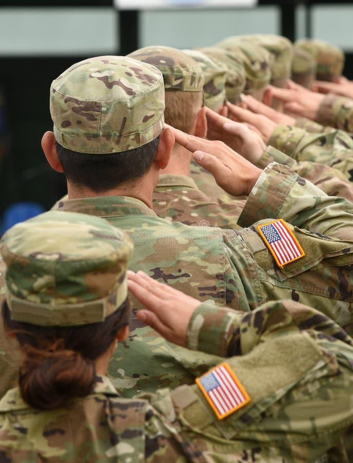 Saluto dei soldati degli Stati Uniti immagini stock libere da diritti