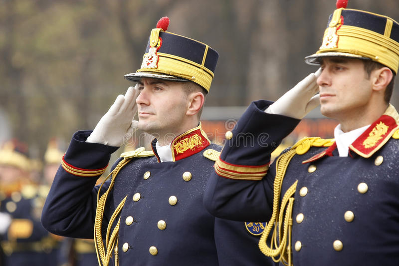 Saluto dei soldati dell'esercito fotografia stock