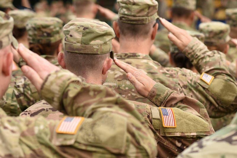 Saluto del soldato degli Stati Uniti Esercito americano Truppe degli Stati Uniti Militari di U.S.A. fotografia stock