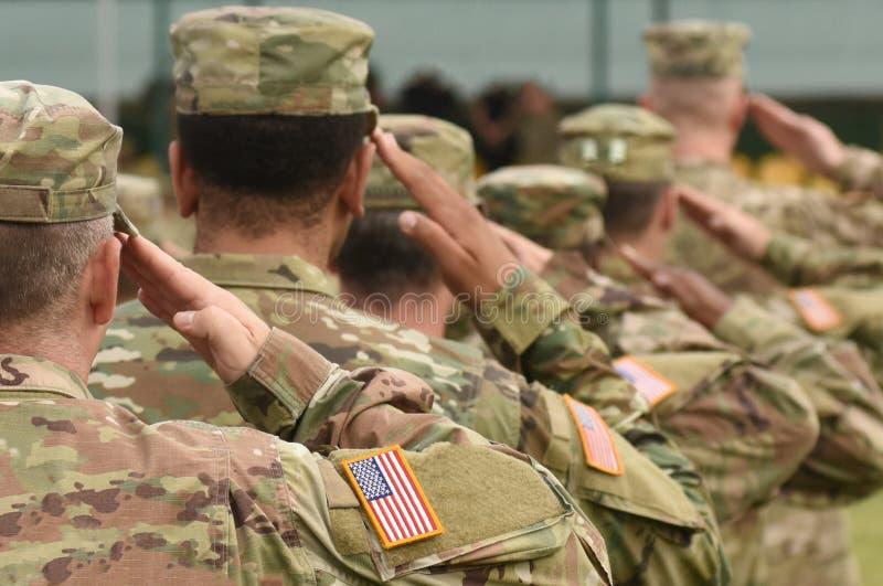 Saluto del soldato degli Stati Uniti Esercito americano Truppe degli Stati Uniti Militari di U.S.A. fotografie stock