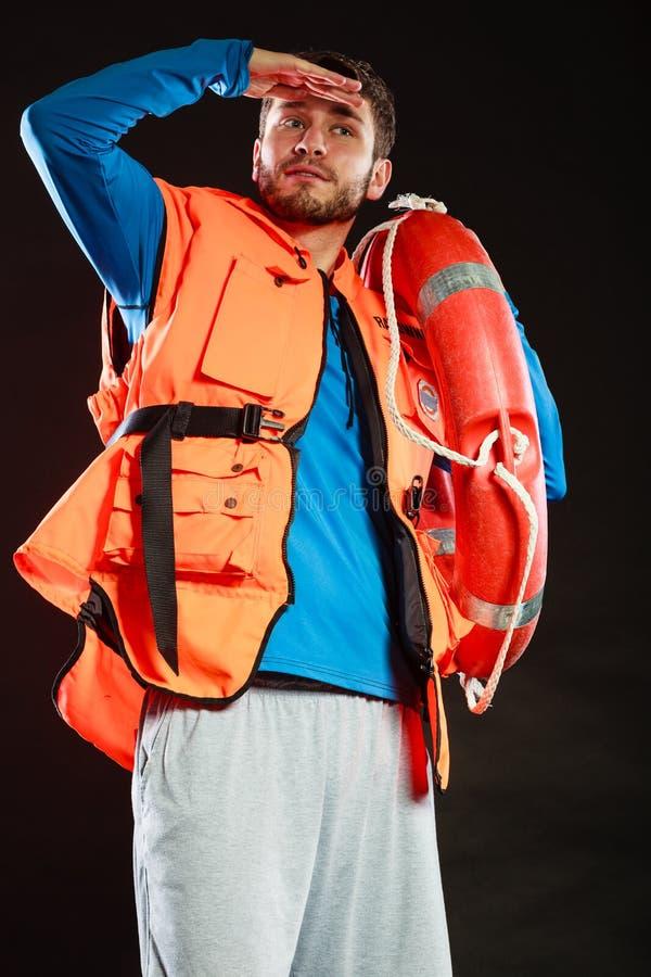 Salva-vidas na veste de vida com o boia salva-vidas da boia de anel foto de stock