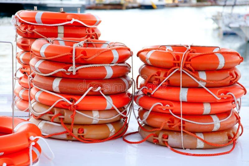 Salvación redonda de las boyas empilada para la seguridad del barco imágenes de archivo libres de regalías