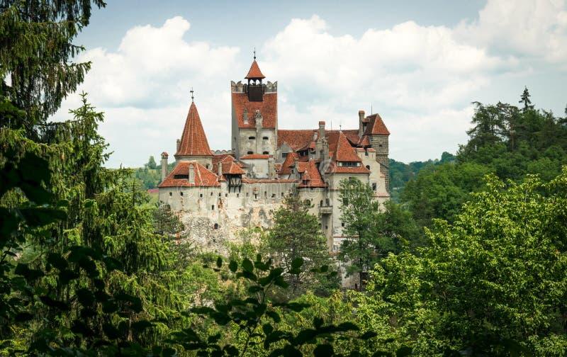 Salvado medieval misterioso del castillo en las montañas cárpatas en Transilvania fotografía de archivo