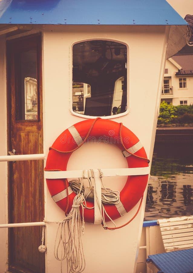 Salvagente su un yacht fotografia stock