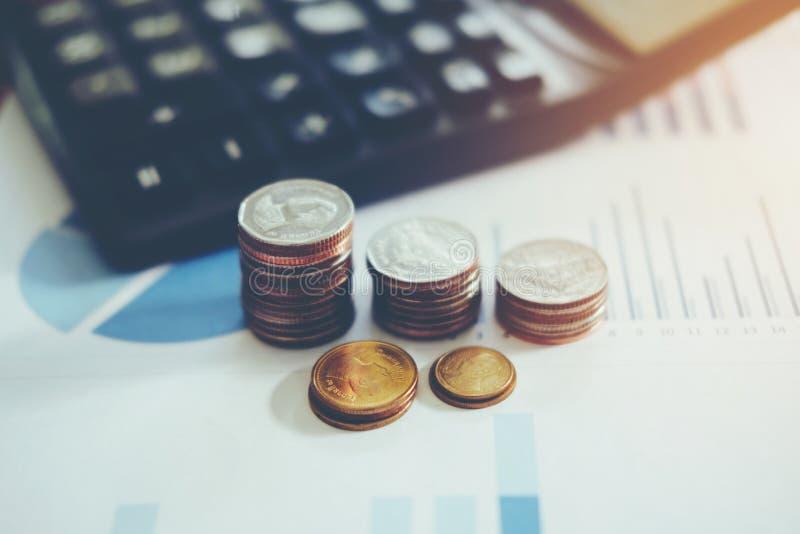 Salvar o dinheiro para o conceito home do custo imagem de stock