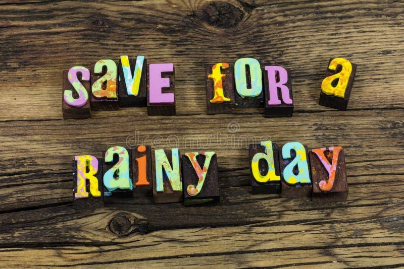 Salvar para o investimento financeiro das economias da liberdade do dia chuvoso fotografia de stock