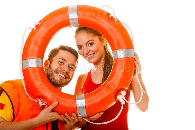 Salvas-vidas na veste de vida com a boia de anel que tem o divertimento fotos de stock