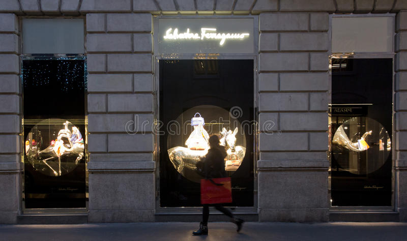 Salvatore Ferragamo shoppar royaltyfri foto