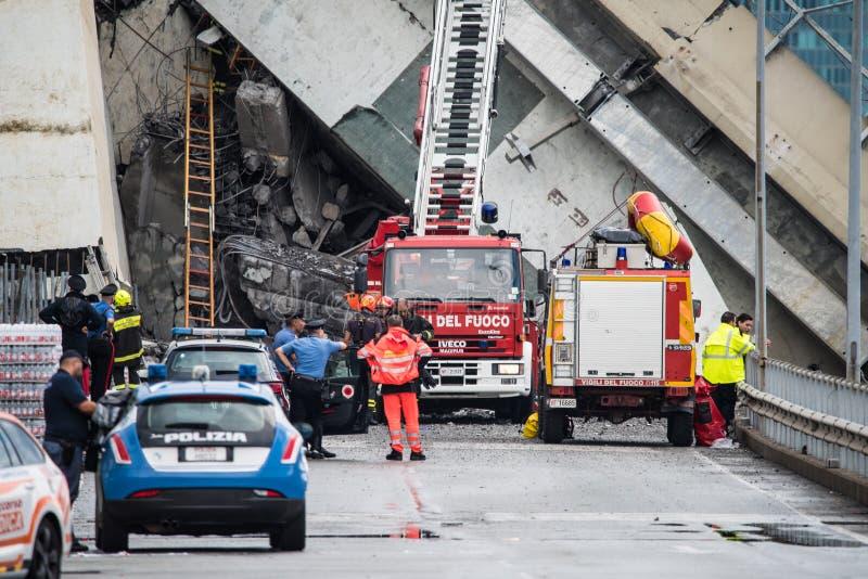 Salvavidas en el puente de Morandi en Génova, Italia foto de archivo