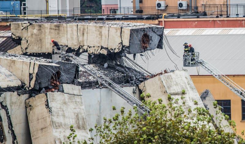 Salvavidas en el puente de Morandi en Génova, Italia imagenes de archivo