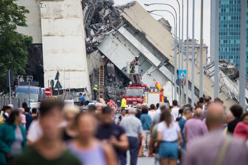 Salvavidas en el puente de Morandi en Génova, Italia imagen de archivo