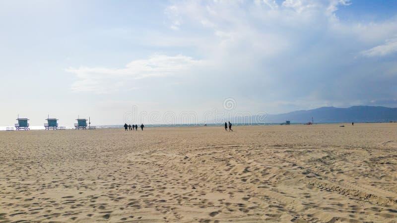 Salvavidas Huts en la playa de Venecia, California, los E.E.U.U. imágenes de archivo libres de regalías