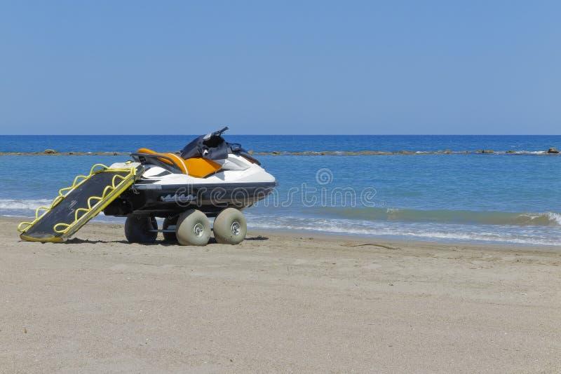 Salvi il jet ski nella riva della spiaggia fotografie stock