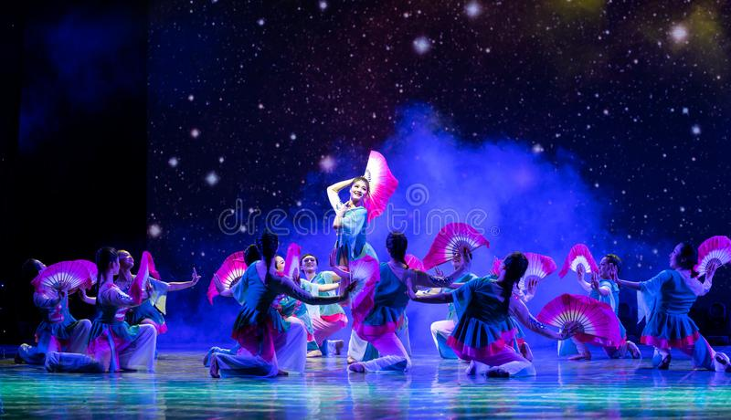 The salvia miltiorrhiza blossoms are brilliant-Chinese folk dance. The traditional folk dance, fan dance, reflects the marriage life of Chinese young women after royalty free stock image
