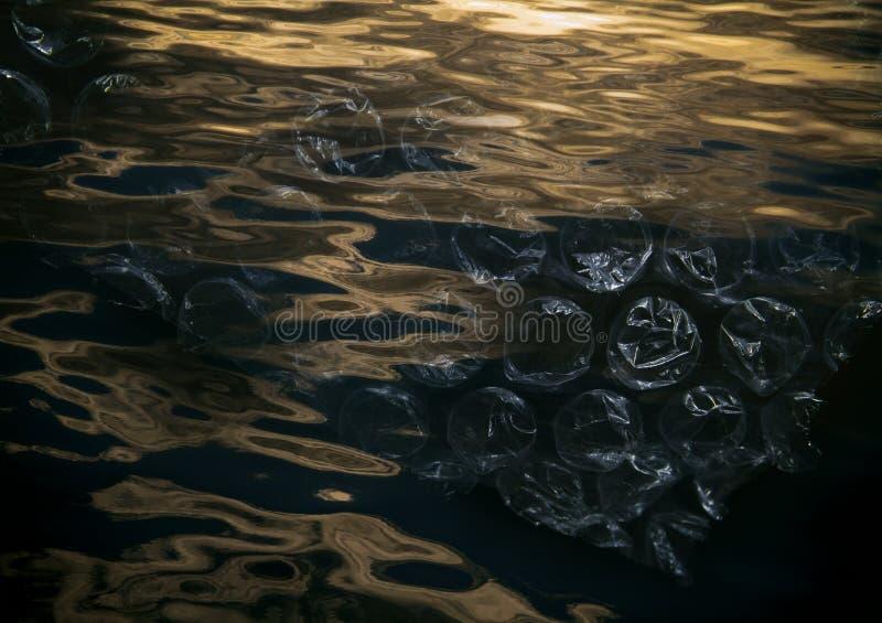 Salvo nosso oceano do plástico do lixo, por favor não desarrume imagem de stock royalty free