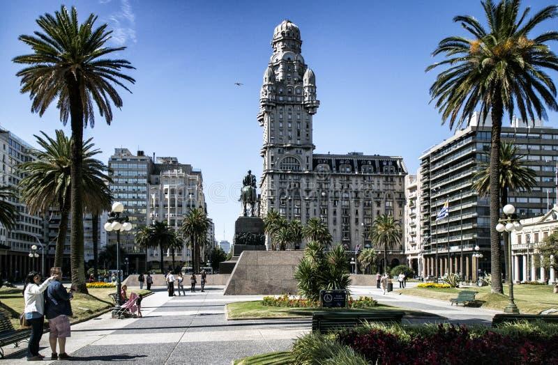 Salvo Palace da plaza da independência em Montevideo, Uruguai fotografia de stock