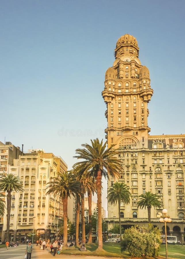 Salvo Palace på självständighetfyrkanten, Montevideo, Uruguay arkivbild
