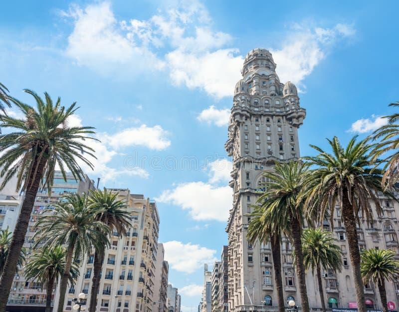 Salvo Palace på självständighetfyrkanten, Montevideo, Uruguay royaltyfri fotografi