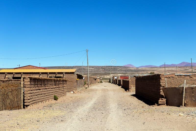 Salzbergmanndorf in Bolivien, Südamerika stockbild
