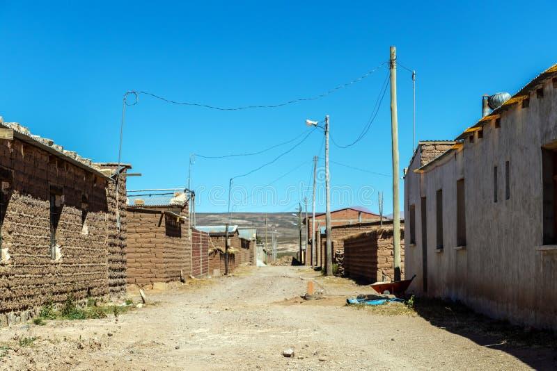 Salzbergmanndorf in Bolivien, Südamerika stockbilder