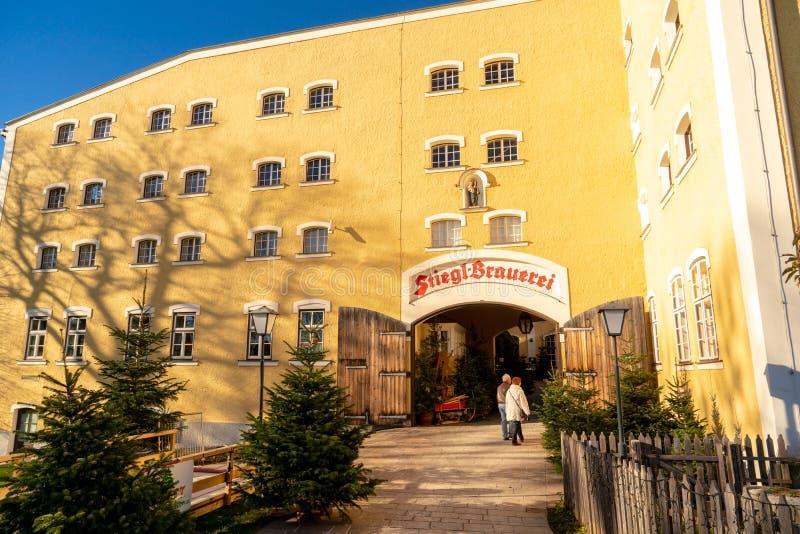 Salzburg, Österreich - Dezember 2017: Eingang zur Stigl-Brauerei stockfotos