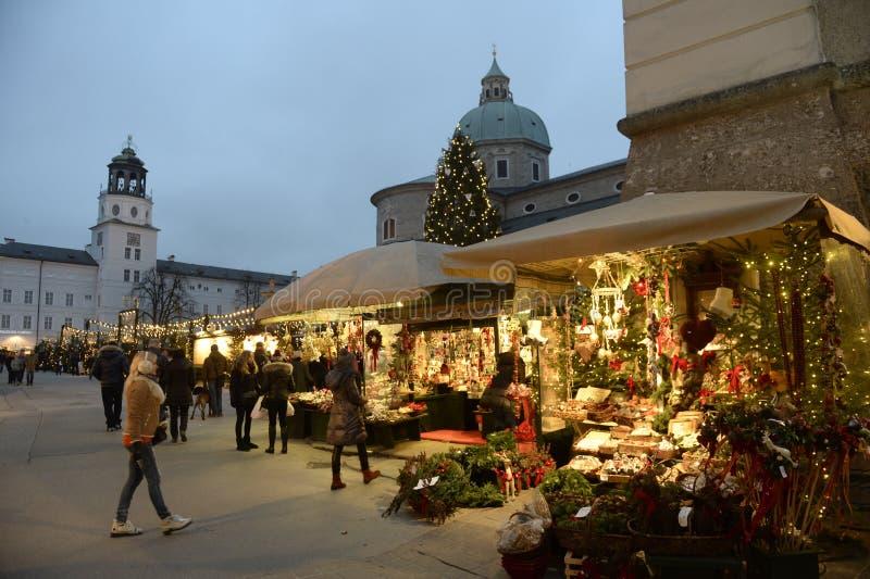 Salzburg Österreich Weihnachtsmarkt in der alten Stadt Dezember 2014 lizenzfreie stockfotos