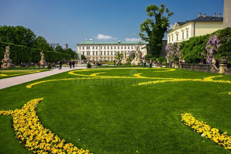 SALZBURG, AUSTRIA - el AMI 1, 2009 - vista al palacio de Mirabell y GA foto de archivo libre de regalías