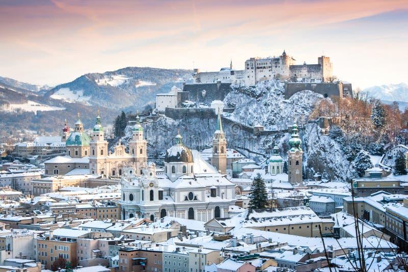 Salzburg i vinter, Salzburger land, Österrike royaltyfria bilder