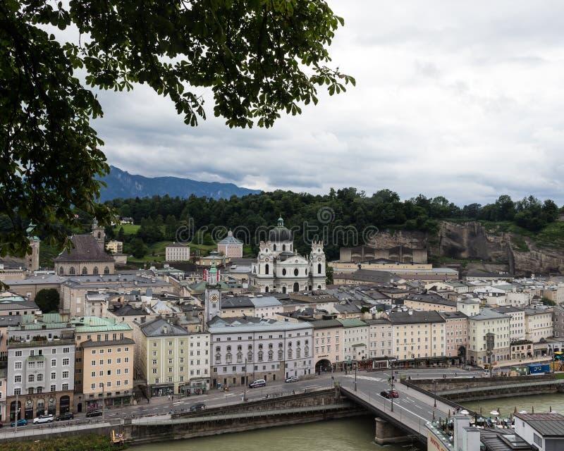 Salzburg magnífica en las montañas fotografía de archivo