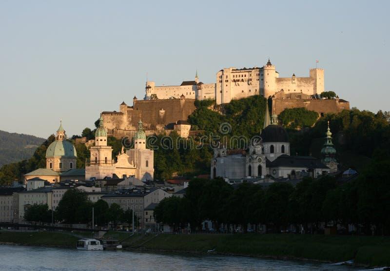 Salzburg mit Festung stockfotografie