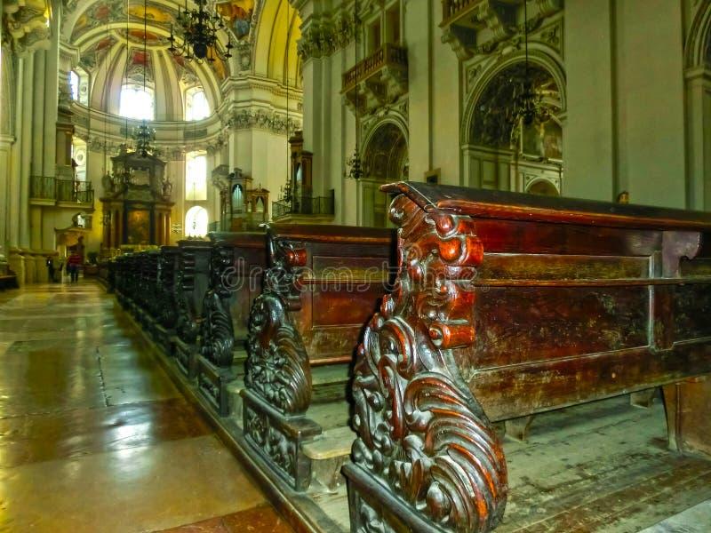 Salzburg, Oostenrijk - Mei 01, 2017: Binnenland van de Kathedraal van Salzburg - details stock foto's